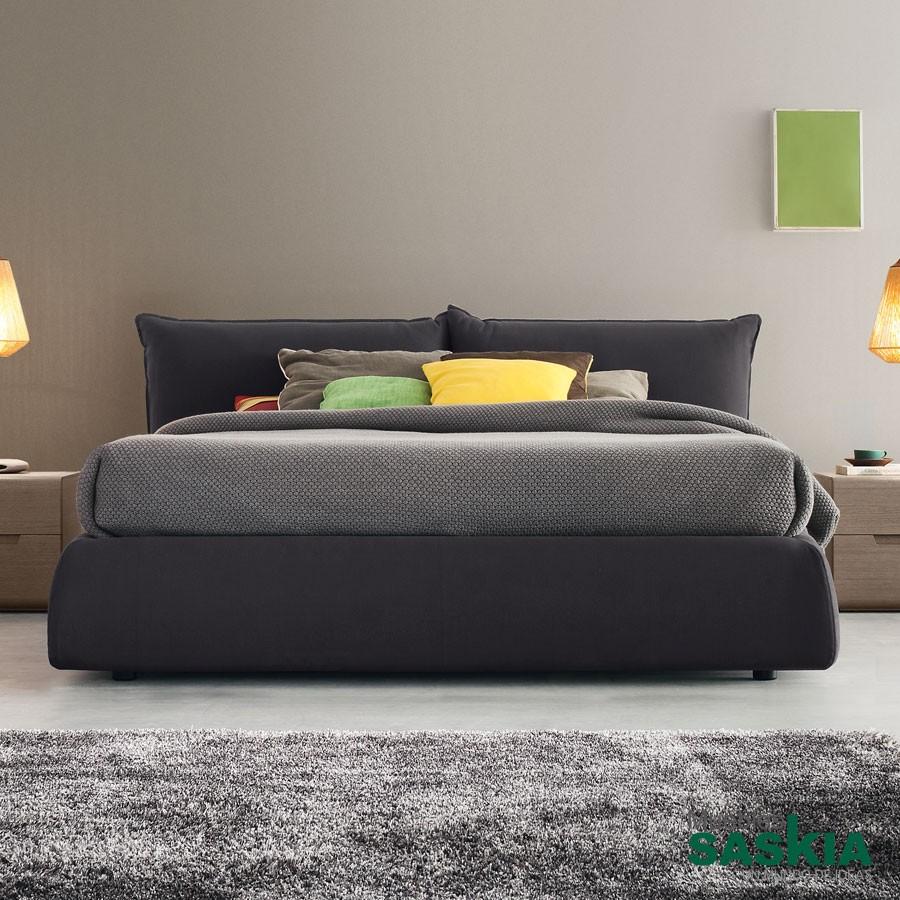 Camas dormitorio moderno muebles saskia en pamplona for Cama tapizada