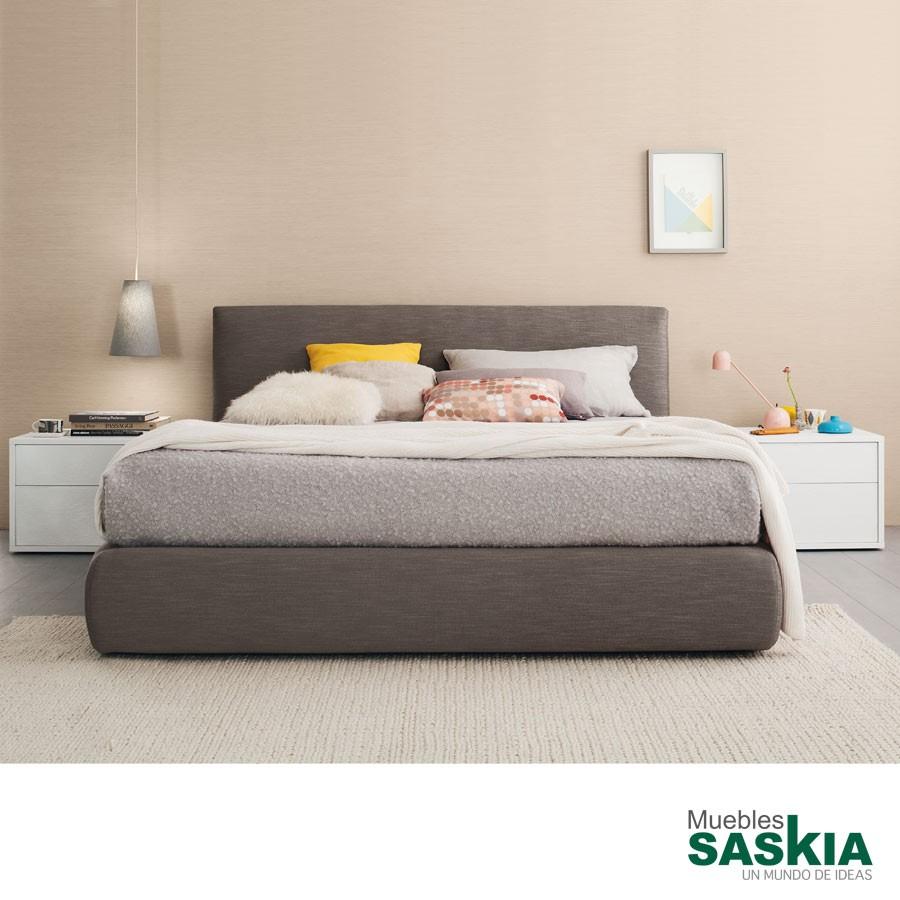Camas dormitorio muebles saskia en pamplona for Cama tapizada