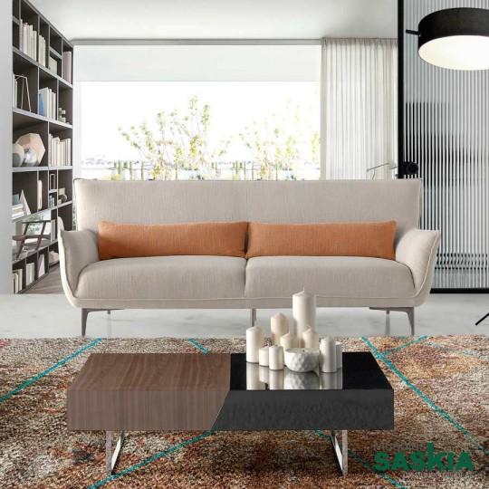 Sofá 3 plazas tapizado en tela con patas de acero.