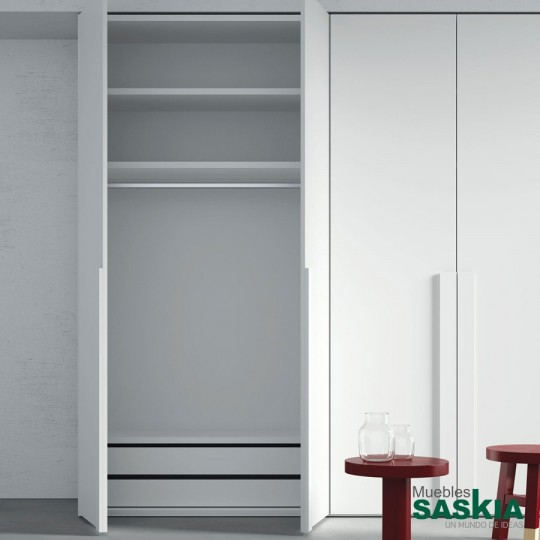 Las puertas batientes de la colección están disponibles en todo tipo de acabados y materiales. No te pongas límites a la hora de elegir.