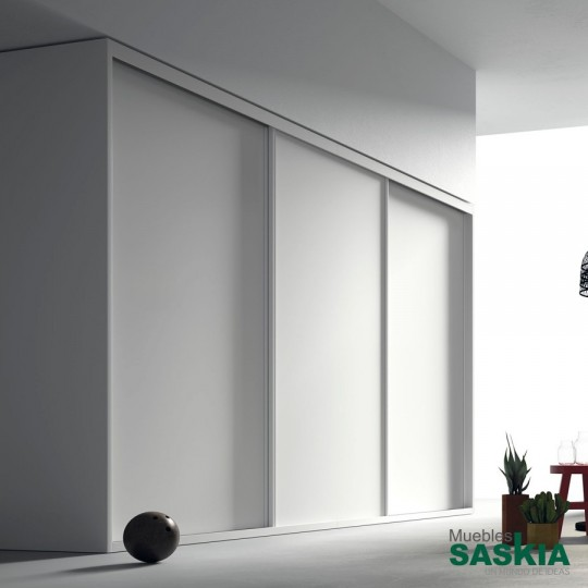 Armario de puertas correderas interiores, funcionales, discreta y con muchas posibilidades en acabados. Diseñadas para ahorrar espacio.