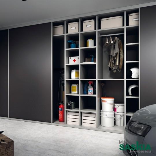Este armario ubicado en el garaje te permitirá tenerlo todo en orden también en este espacio de la casa, llegamos hasta el último rincón.
