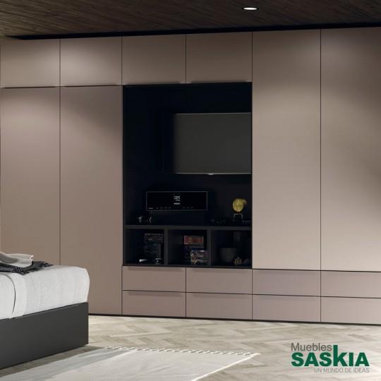 Combinación de dos sistemas de orden integrados en la cama: 2 arcones de apertura lateral+2 arcones de apertura elevable. Confort de noche y organización de día.