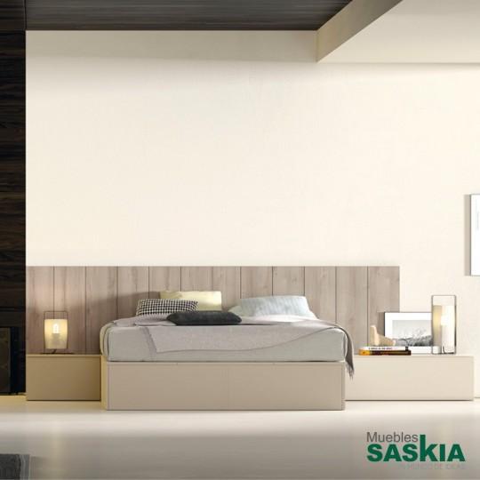 Todo a mano pero protegido del polvo y perfectamente organizado. En los arcones laterales podrás organizar desde los cojines hasta la ropa de cama.