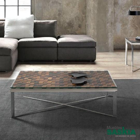 Mesa de centro de acero y tapa de madera reciclada.