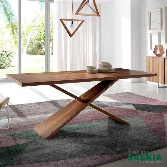 Mesa de comedor de madera maciza de Nogal.