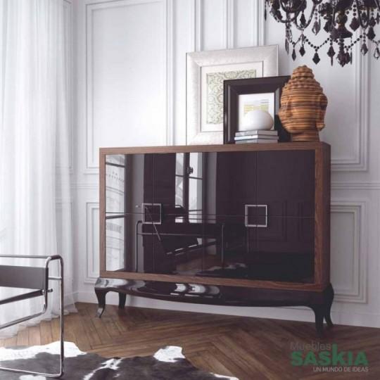 Aparador de estilo Bauhaus de cuatro puertas y dos cajones interiores.