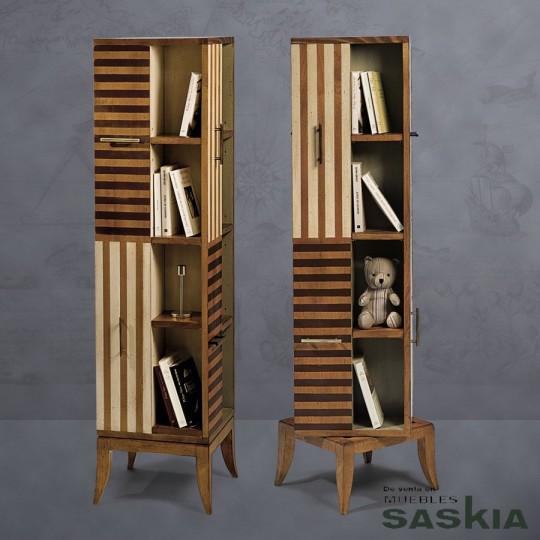 Curiosa biblioteca giratoria realizada en madera maciza de cerezo silvestre. Acabado multirayas, cerezo silvestre.