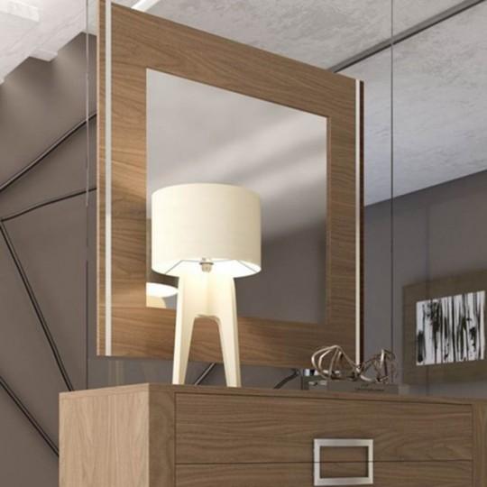 Espejo de estilo contemporáneo, realizado en madera de Roble.