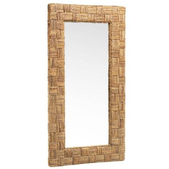 Espejo realizado en rattan.
