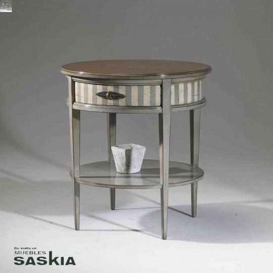 Original mesa auxiliar realizada en madera maciza de tilo y cerezo silvestre. Acabado  Corsario beige sobre gris, cerezo silvestre.