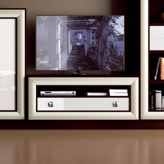 Mueble de televisión sobre zócalo con un cajón, realizado en madera de haya.