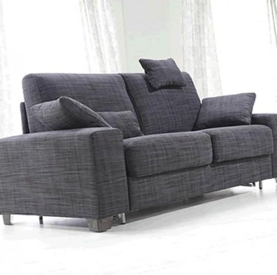 Sofá cama de 2 plazas de fácil apertura con brazos y respaldo desmontable.