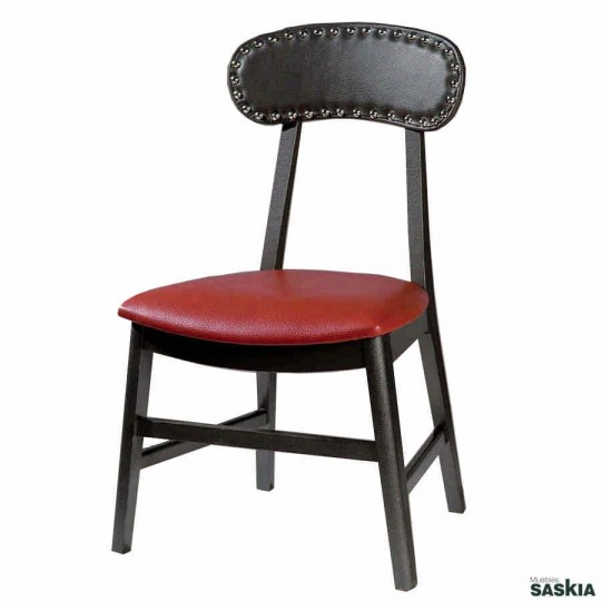 Exquisita silla realizada en madera maciza de haya. Laca gris martelé, tapizada.