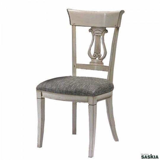 Exquisita silla realizada en madera maciza de cerezo silvestre. Laca blanca, tejido selene.