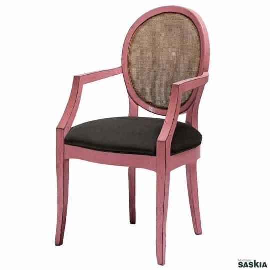 Exquisita silla con brazos respaldo de rejilla realizada en madera maciza de haya. Laca rosa desconchada, tejido cacao.