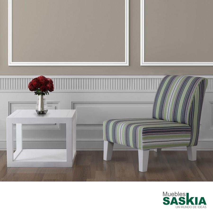 Mesa de centro de líneas rectas y tonos blancos