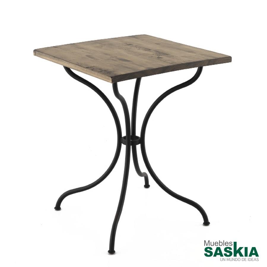 Mesa de diseño, hierro forjado con tapa de madera cuadrada